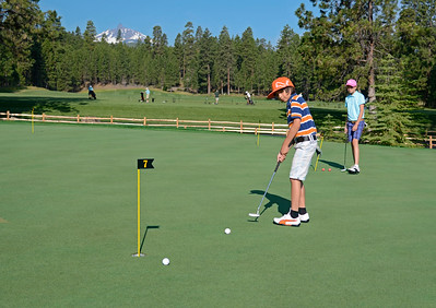 golf-black-butte-ranch_Glaze-Meadow-putt-kids_KateThomasKeown_DSC9074 copy