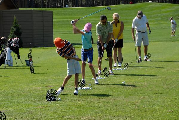 golf_black-butte-ranch_family-at-range_KateThomasKeown_DSC2103
