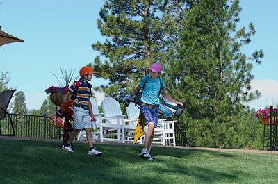 golf-black-butte-ranch_Glaze-Meadow-putt-kids_KateThomasKeown_DSC9324