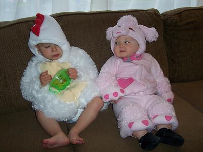 <b>Oct. '07: Robyn & Finn's Halloween Costumes</b>