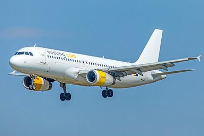 Vueling Airbus A320-232 EC-LQL 9-29-18