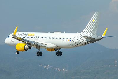 Vueling Airbus A320-214 EC-LZN 9-29-18