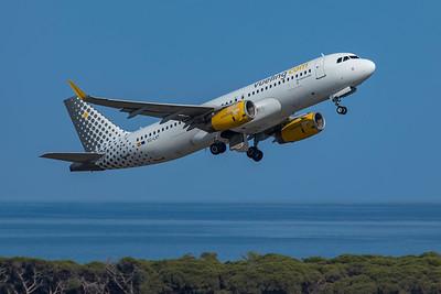 Vueling Airbus A320-214 EC-LVT 6-12-21