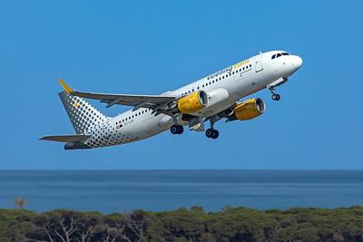 Vueling Airbus A320-214 EC-LVP 6-12-21