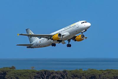 Vueling Airbus A320-214 EC-KDG 6-12-21