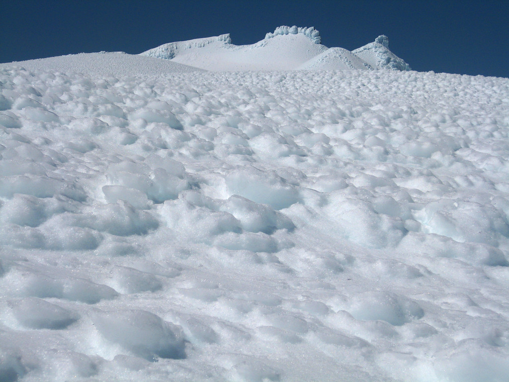 Surface formations at 2600m on the summit plateau
