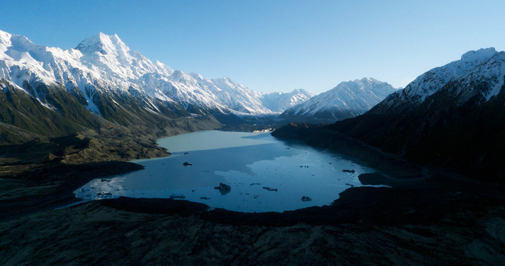 After recent easterlies and heavy snow falls the Mount Cook region looked fabulous