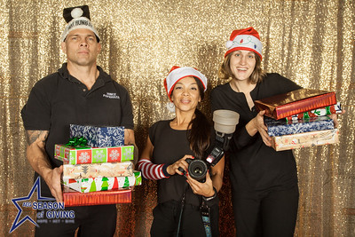 AEG's Season of Giving  @seasonofgiving #seasonofgiving #aeg #givingback  Photo by Venice Paparazzi