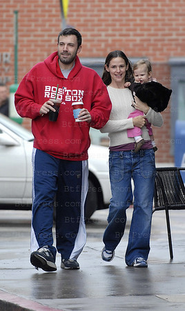 BEN AFFLECK AND JENNIFER GARNER TAKE DAUGHTER VIOLET TO THEIR FAVORITE STARBUCKS NEAR THEIR HOME FOR A RAINY DAY TREAT - THE FIRST TIME WE'VE SEEN THE ENTIRE FAMILY BACK IN THE NEIGHBORHOOD SINCE VIOLET WAS BORN. EXCLUSIVE.