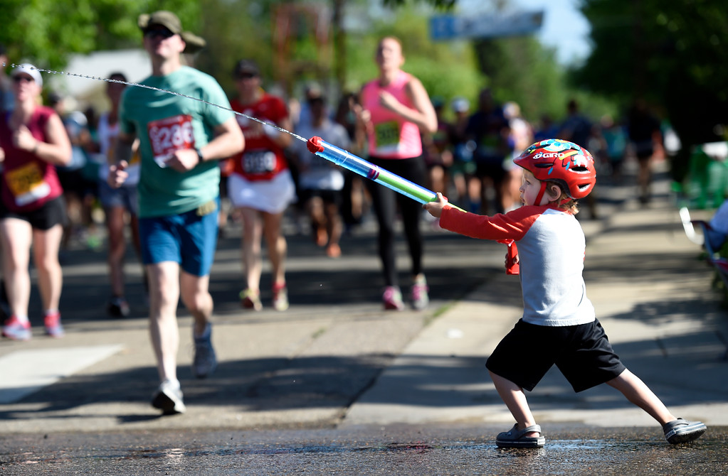 . Cole Conrad, 3, sprays runners with a squirt gun during the 2017 Bolder Boulder 10k Citizens Race on Monday, May 29, in Boulder, Colo. For more photos of the citizens race go to www.dailycamera.com Jeremy Papasso/ Staff Photographer/ May 29, 2017