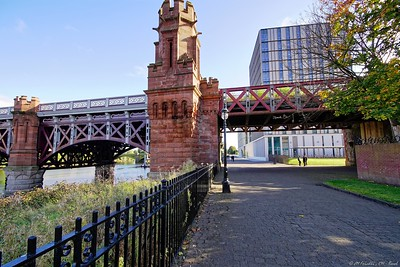 City of Glasgow College and railroad bridge