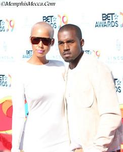 Kanye West (R)