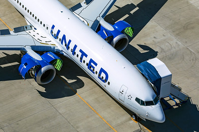 United Airlines Boeing 737-8 MAX N17262 9-24-21 2