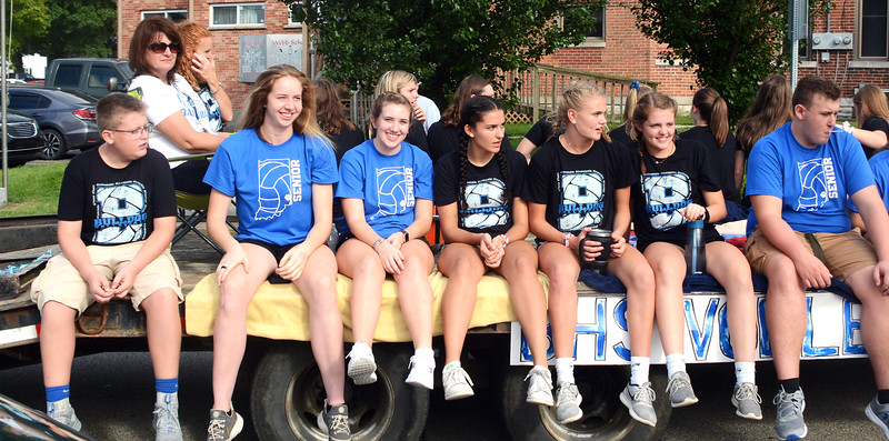 Will Fehlinger | The Herald-Tribune The Batesville High School volleyball team strolls down Mulberry Street as the 2018 homecoming parade gets underway.