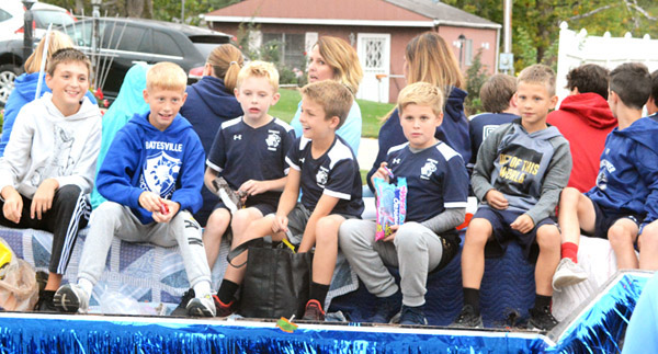 Will Fehlinger | The Herald-Tribune Young Batesville soccer players distribute candy during the annual homecoming parade Friday afternoon.