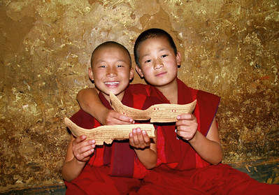 BHUTAN, Smiling faces from the roof of the world