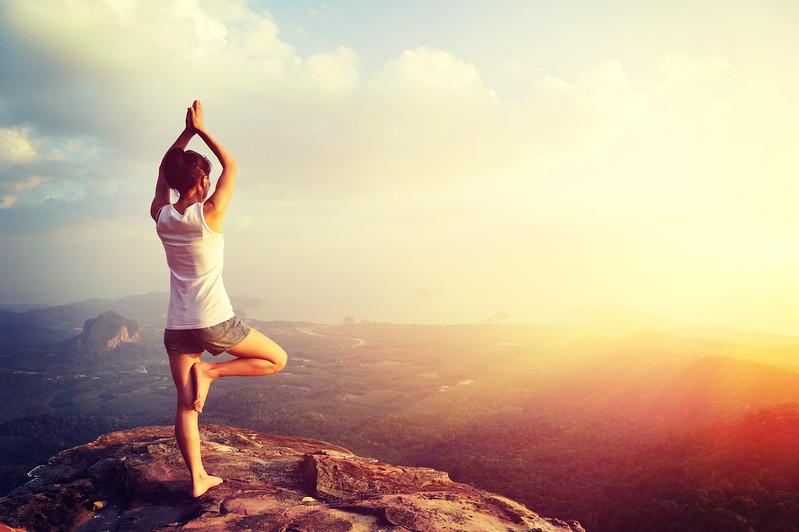 yoga-meditate-mountain-top