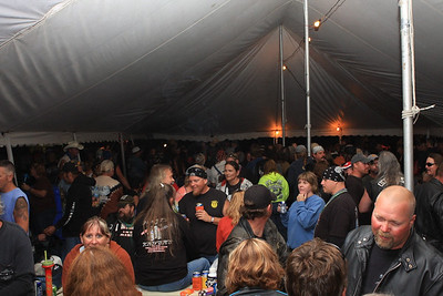 Beer Tent Fri 2009_0904-033