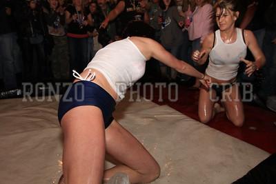 Oil Wrestling 2009_0418-022