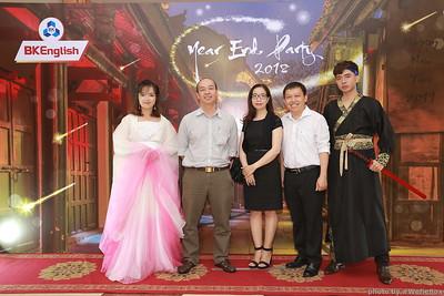 BKEnglish Year End Party Photobooth - Chụp ảnh in hình lấy liền Tiệc Tất Niên - WefieBox Photobooth Vietnam