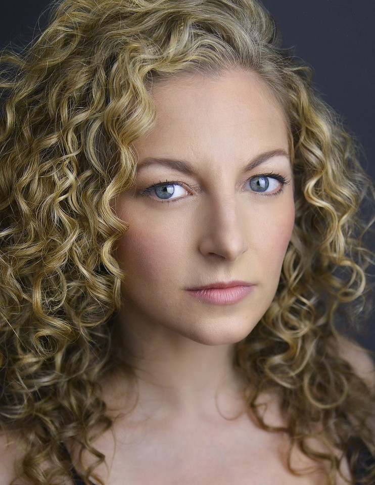A person with curly hair Description automatically generated with medium confidence