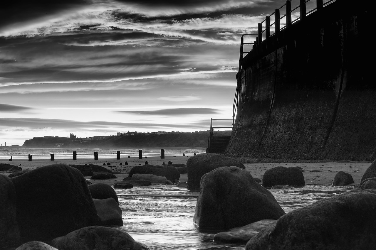 SANDSEND BREAK WATER TOWARD WHITBY