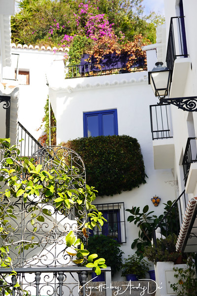 Well appointed Hacienda in FRIGILIANA that reminds one of similar houses in the GREEK CYCLADES, in Argos, Helios, Mykonos and Santorini!