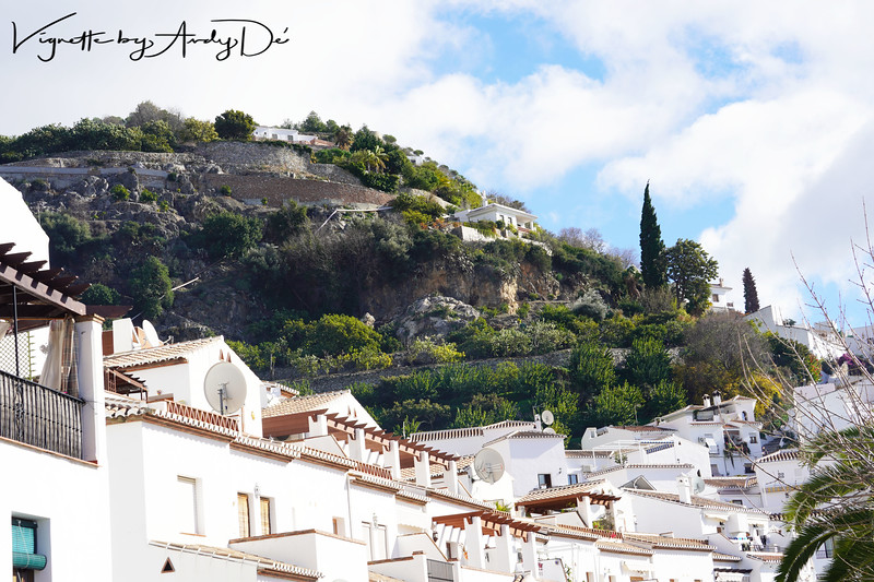 Wandering the streets is a joy. You feel as if you are taken back in time, back to a land of Moorish Kingdoms and the Reconquista, to a place that feels remarkably like one of the villages in the neighbouring Riff mountains of Morocco. The whole feel and atmosphere of Frigiliana is remarkable!