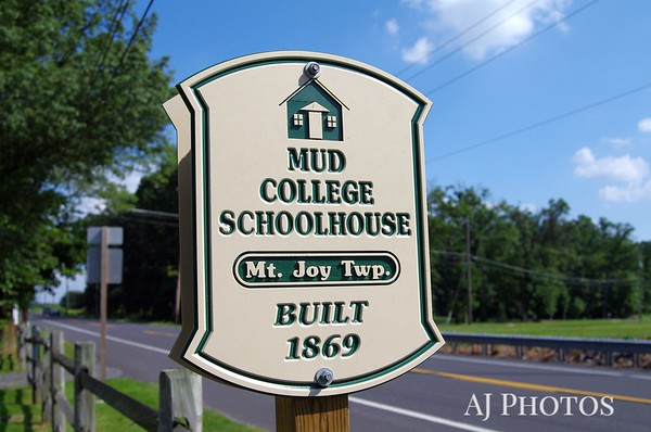 This and next seven photos of Mud college Schoolhouse, Mt. Joy Township, Pensylavania (near Gettysburg).