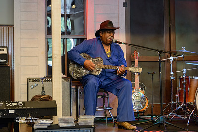 10-07-2016 - GuitarMac MacKnally - King Biscuit Blues Festival #13