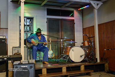 10-07-2016 - GuitarMac MacKnally - King Biscuit Blues Festival #14