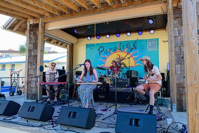 05-07-2017 - Heather Gillis Band - Paradise Bar & Grill #5