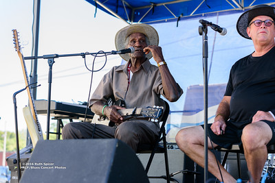 10-07-2016 - Henry Gip Gibson - King Biscuit Blues Festival #11