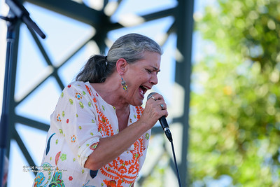 10-06-2016 - Reba Russell - King Biscuit Blues Festival #11