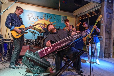 12-01-2015 - Victor Wainwright & The Wildroots - Paradise Bar & Grill #26