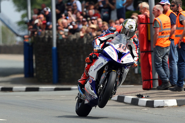 Isle of Man TT_ Peter Hickman wins the prestigious Senior TT on a BMW S 1000 RR