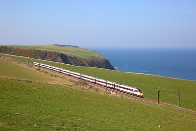 800107 on the 5Q44 1445 Edinbrugh to Newcastle at Burnmouth on the 19th April 2019