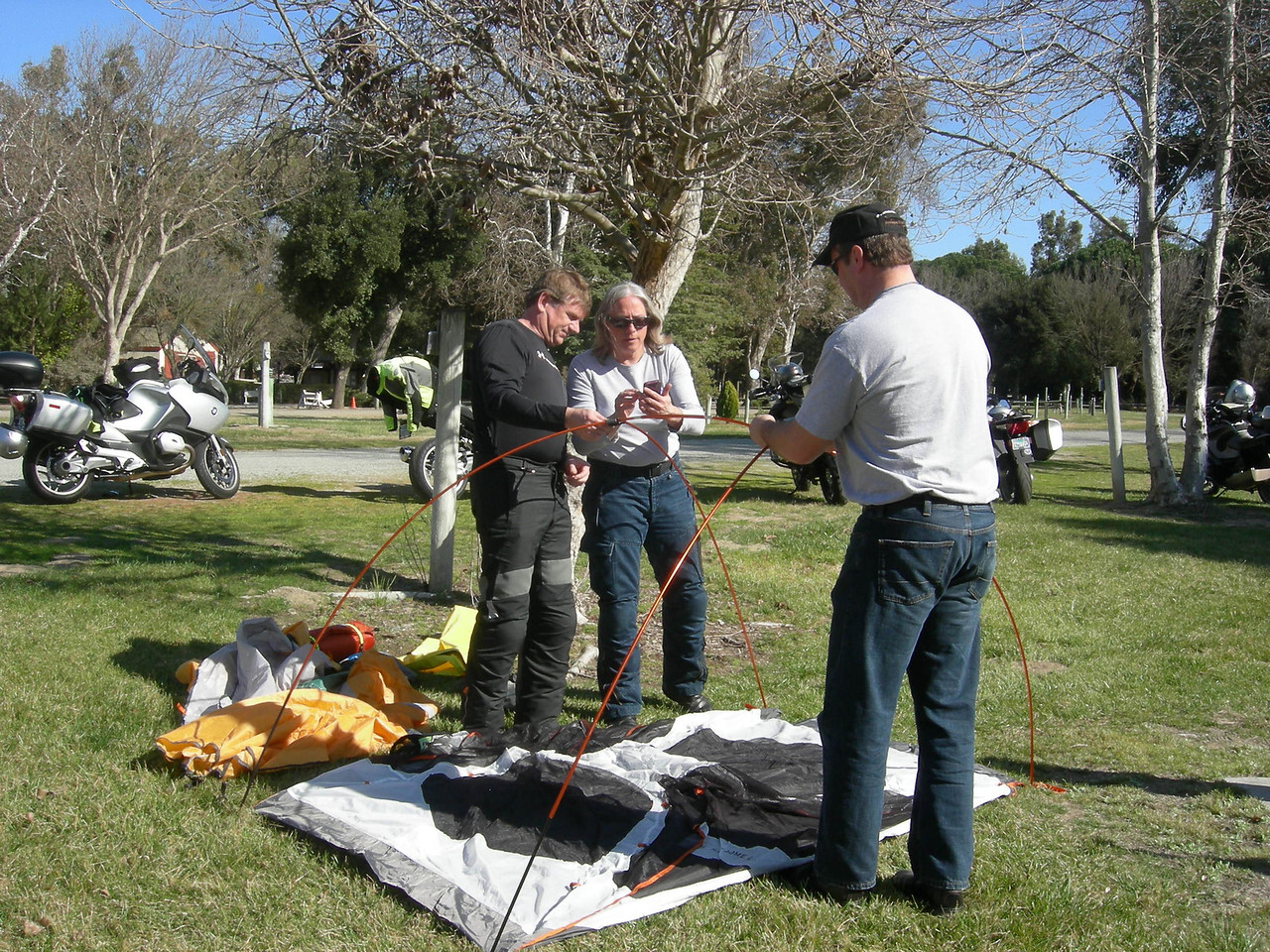 Joyce gets some help setting up her tent from Don Alexson and Jim Lucas.