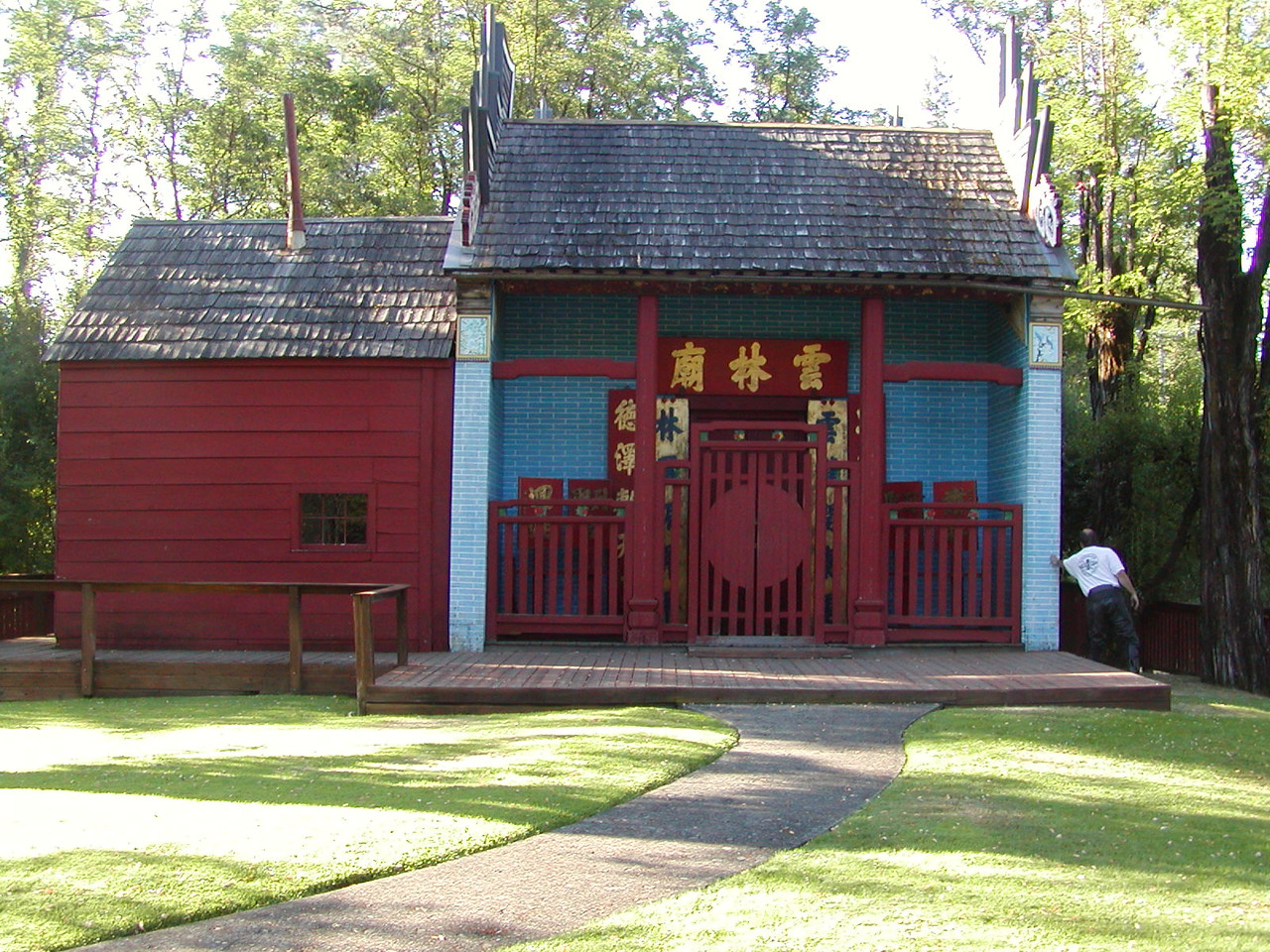 Joss House: Mark holding up building