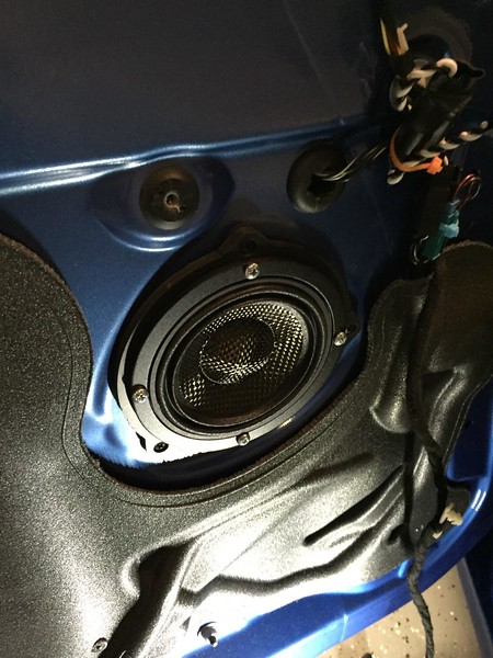 "Aftermarket speaker and speaker adapter  from  <a href=""http://www.car-speaker-adapters.com/items.php?id=SAK076""> Car-Speaker-Adapters.com</a>   installed on door"