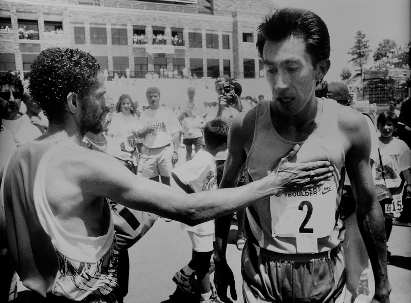 Mark Plaatjes congratulates 1993 Bolder Boulder Men's Winner Arturo Barrios.<br /> Photo by Cliff Grassmick