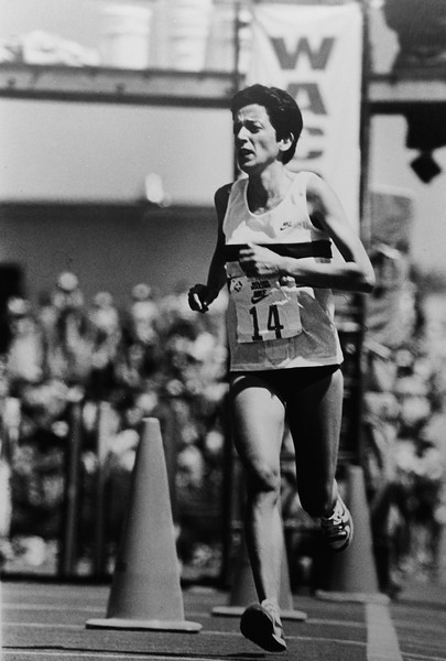 Rosa Mota winner of the 1986 Bolder Boulder.
