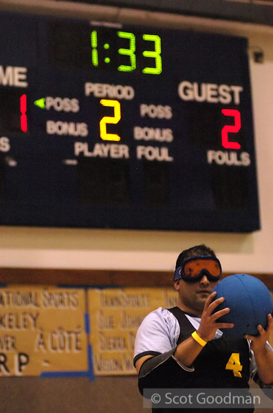 Victor preparing to throw. The scoreboard shows 1 minute 33 seconds remain in the second half, with the score 1 to 2 (I can't recall if Victor has the 1 or the 2).