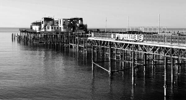 Hastings Pier B&W