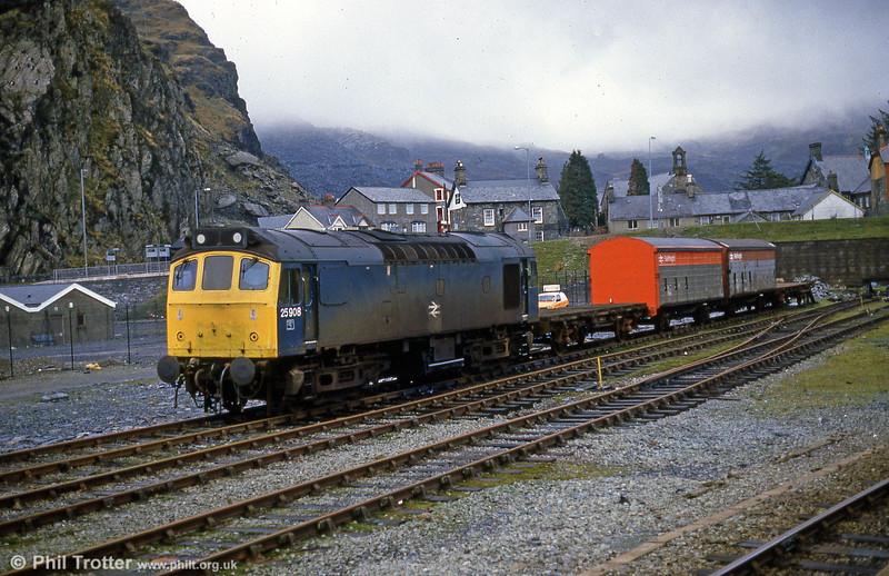 25908 - the former 25307 - at Blaenau Ffestiniog in June 1986.