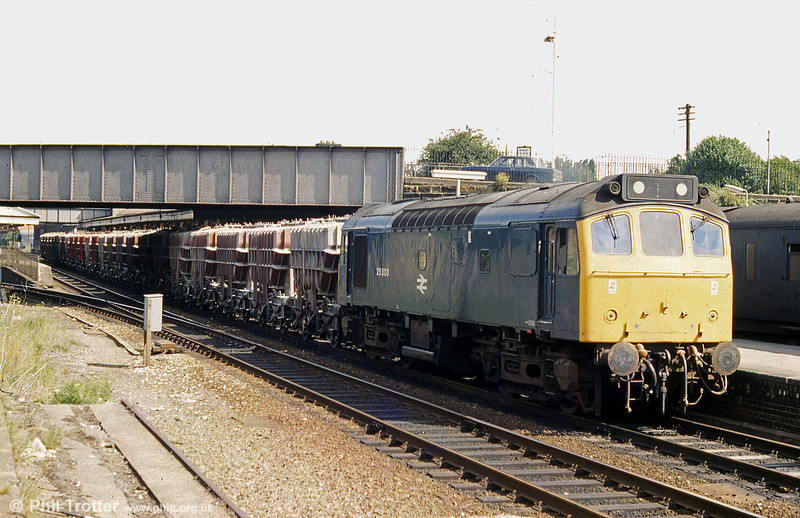 25300 with lengthy train of Presflo cement wagons at Wrexham General in 1980.