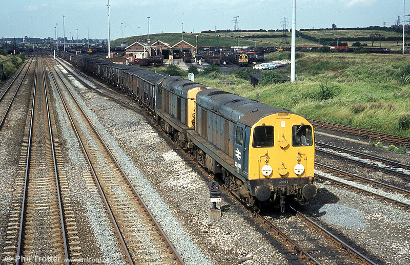 Class 20s nos. 20087 and 20042 leaving Toton Yard on 20th August, 1980.