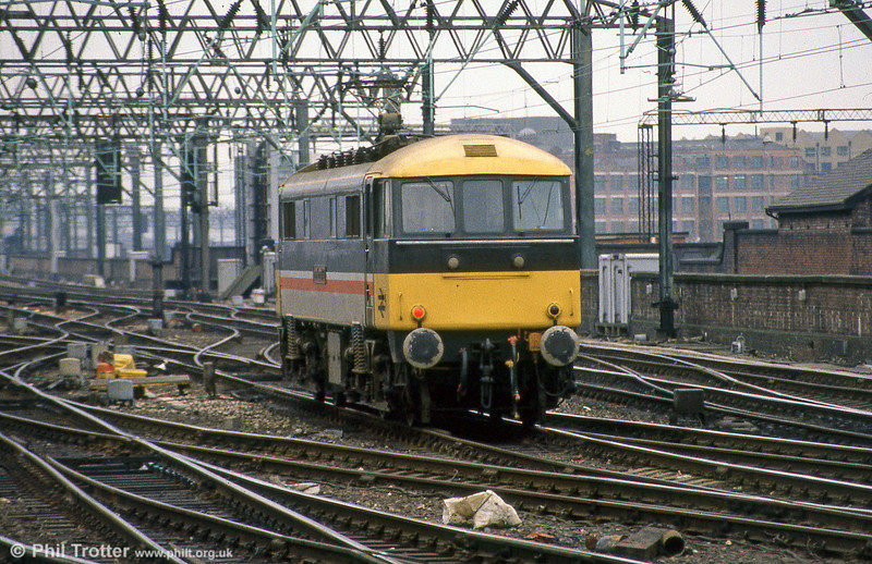 An Inter-city liveried class 86 at Manchester Piccadilly.