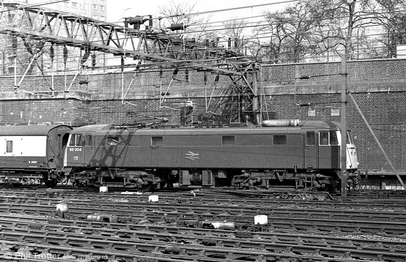 1961-built 85004 (E3059) is seen in profile at London Euston in the 1980s.
