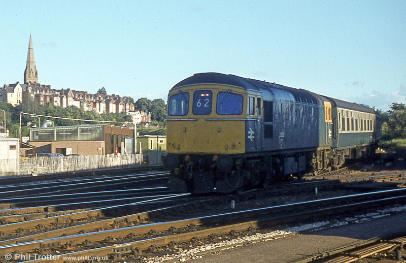 33004 arrives at Exeter St. Davids off the London Waterloo line.